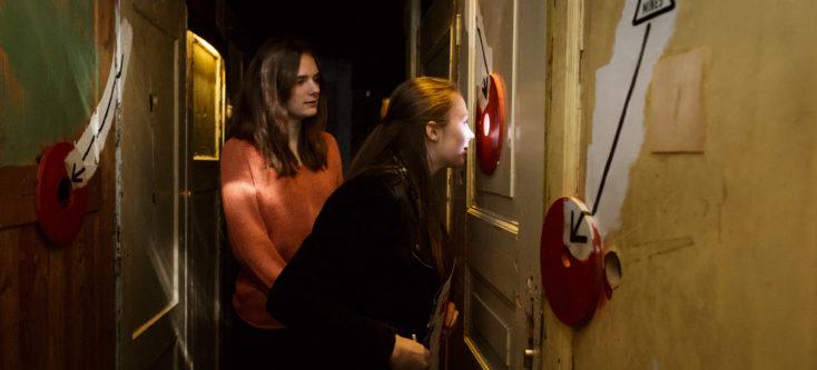 Bezoekers in museum Humanity House Den Haag