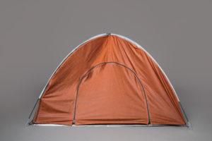 Een tent die ook als regenjas dient - Humanity House